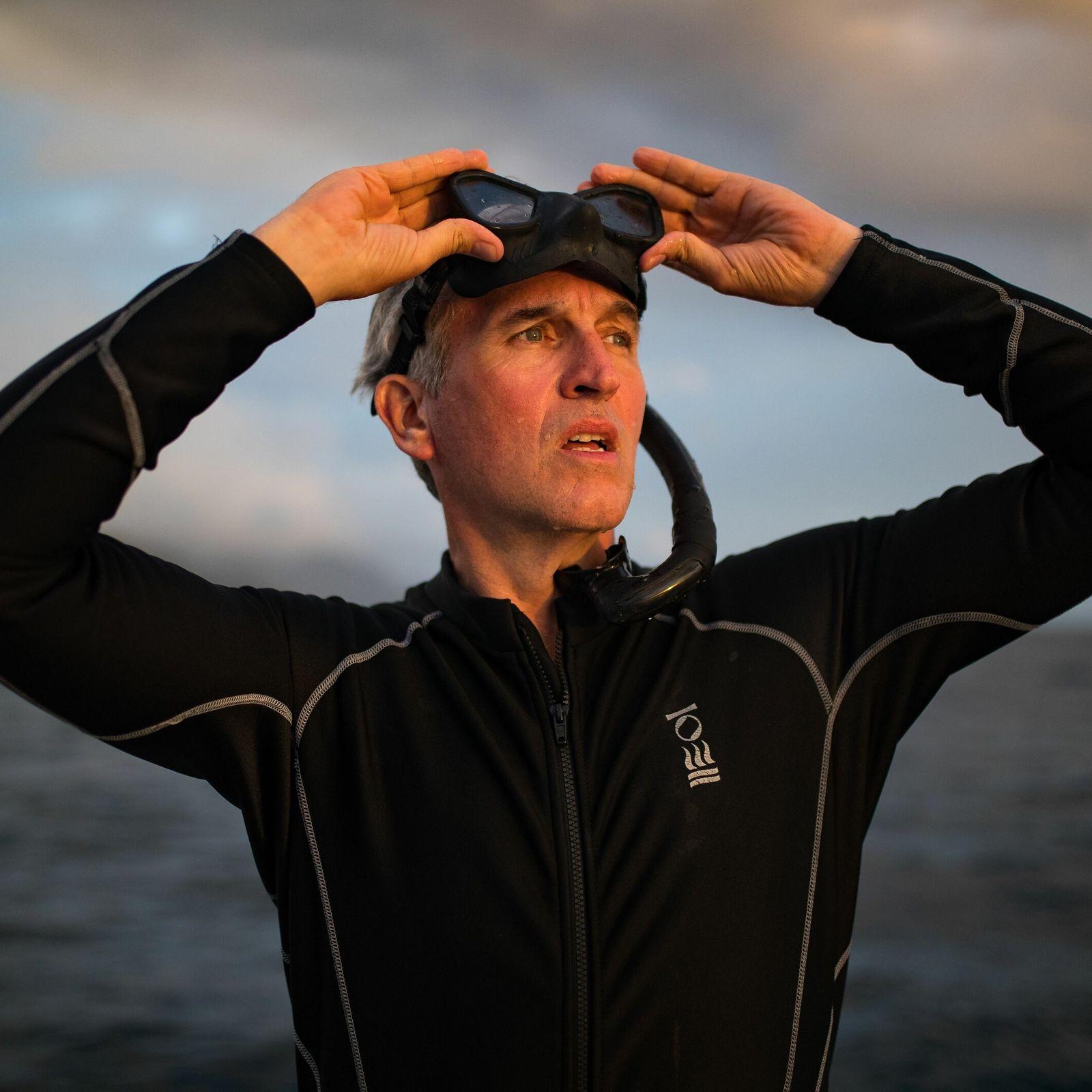 Retrato de Brian Skerry. As suas imagens da vida marinha visam sensibilizar e promover a proteção ...