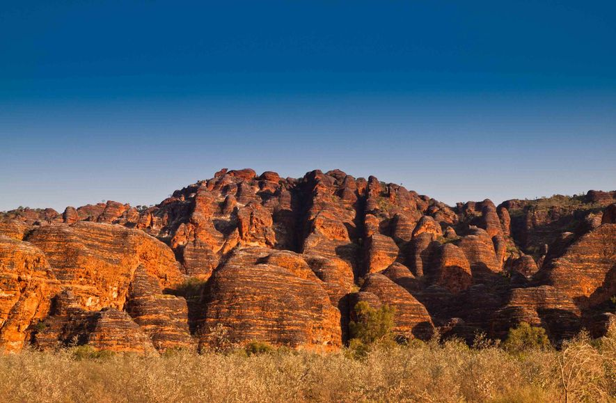 "O Parque Nacional de Purnululu alberga as distintas cúpulas de ""colmeias"" laranja da cordilheira de Bungle ..."