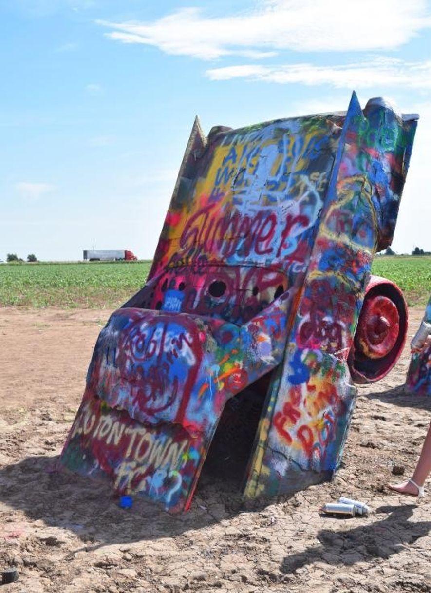 O Cadillac Ranch foi criado em 1974 por um grupo de artistas de São Franscisco. Esta ...