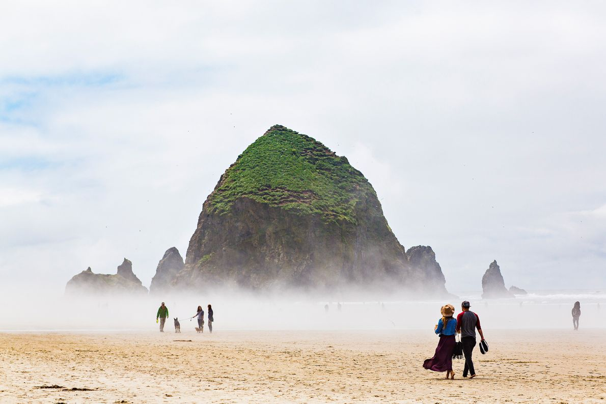 Praia de Cannon, Oregon.