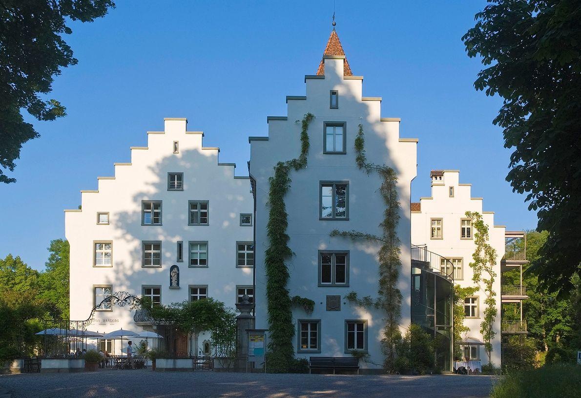 Construído em 1557, o Castelo Wartegg pertenceu à última imperatriz exilada da Áustria, Zita de Bourbon-Parma. ...