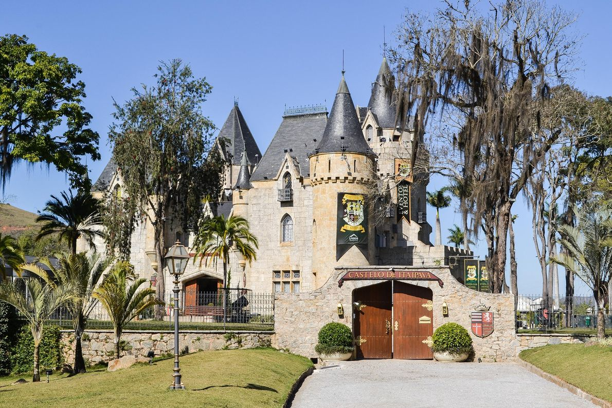 Projetado pelo famoso arquiteto Lúcio Costa, o Castelo de Itaipava.