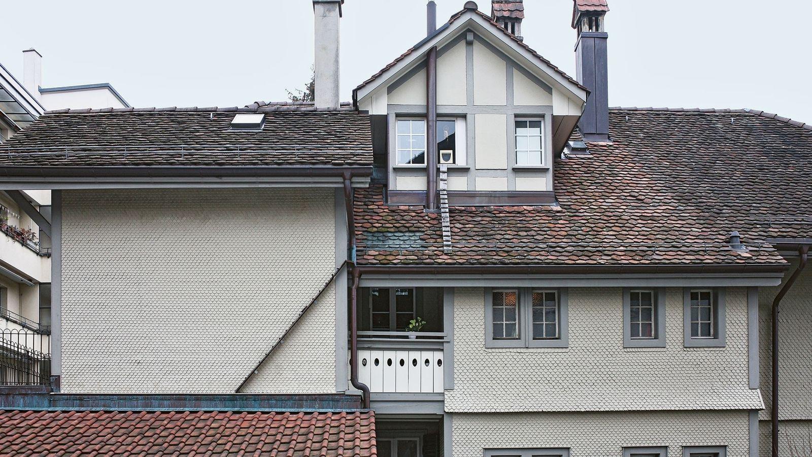 Estas escadas ligam vários telhados para ajudar os gatos a terem acesso às janelas.