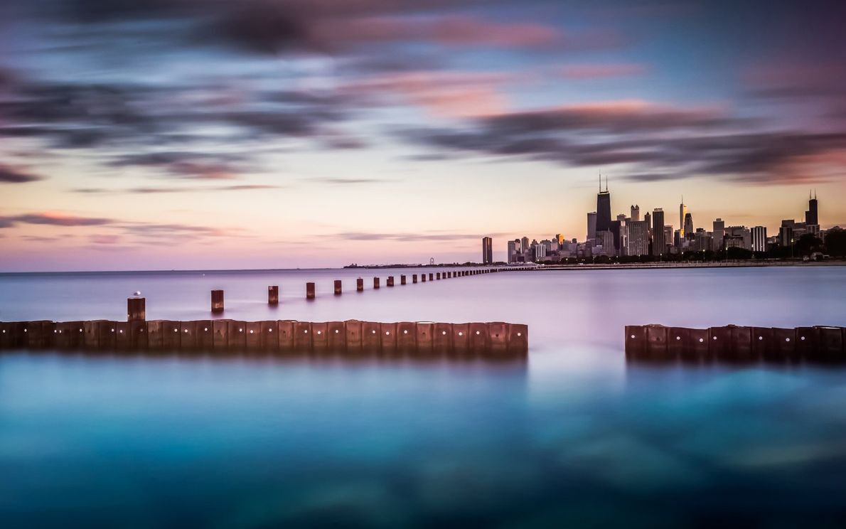 Cerca de 40 quilómetros do horizonte de Chicago em frente ao Lago Michigan, o sexto maior ...