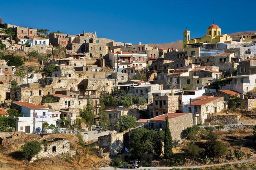 A cidade de Quios, na costa leste da ilha homónima, tem um cais que recebe o ...