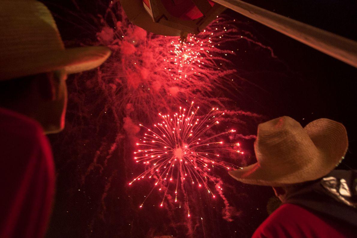 Os fogos de artifício da véspera de Natal, aqui fotografados em 2007, fazem parte do festival ...