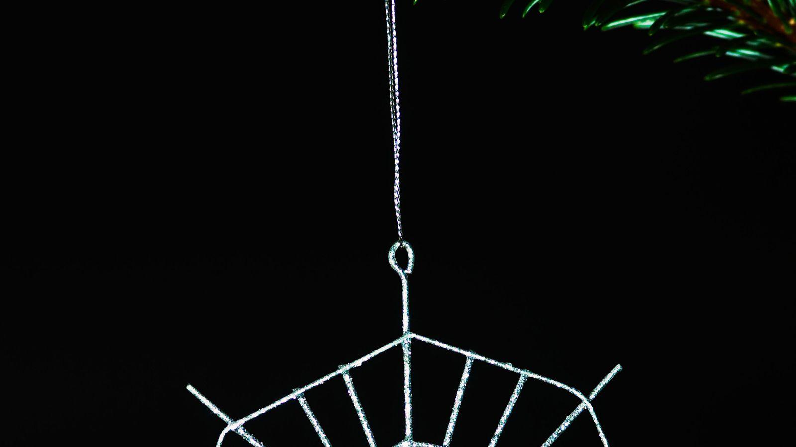 A história da aranha de Natal, contada na Ucrânia, é um conto popular sobre um aracnídeo ...