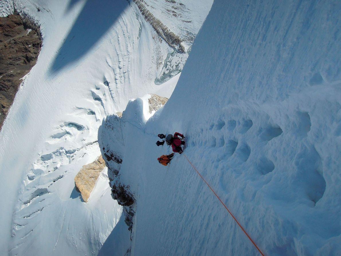 Até 2019, foram feitas quatro tentativas sérias para escalar a segunda montanha mais alta do mundo ...