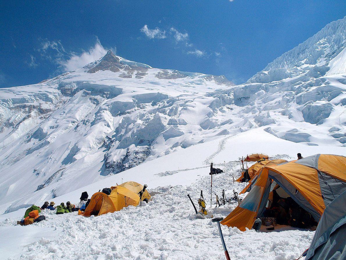 Maciej Berbeka e Ryszard Gajewski fizeram a primeira escalada de inverno na montanha Manaslu a 12 ...