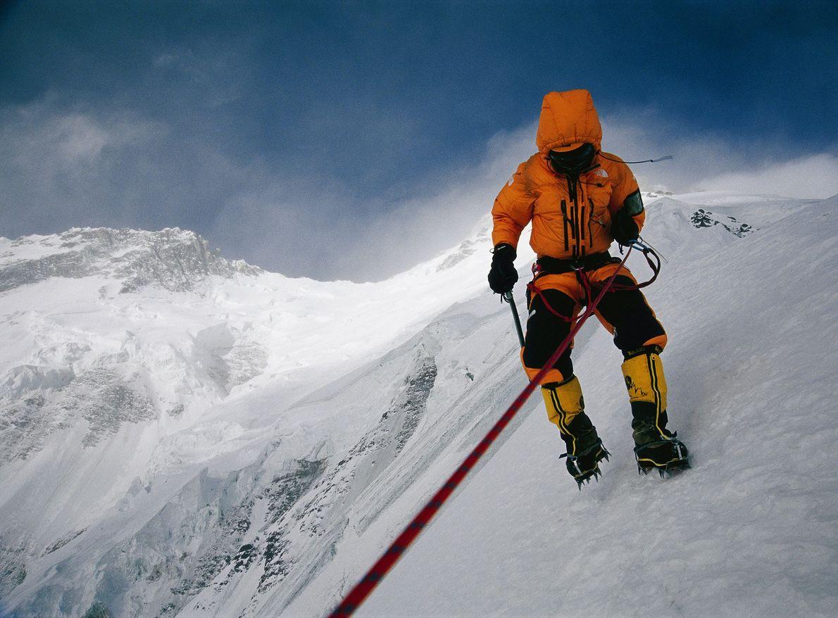 Depois de 29 surpreendentes tentativas, Nanga Parbat foi finalmente escalado no inverno quando duas equipas uniram ...