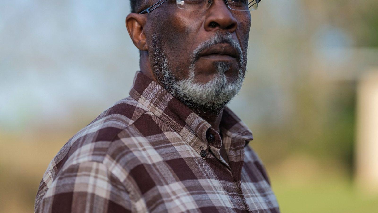 O veterano da Marinha, Gary Autrey, descendente dos sobreviventes do Clotilda, ainda vive em Lewis Quarters. ...