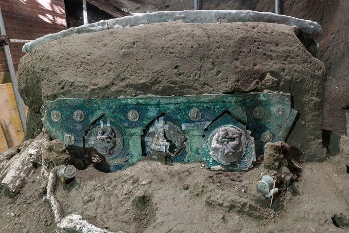 Detalhes da carruagem, durante o trabalho de investigação.