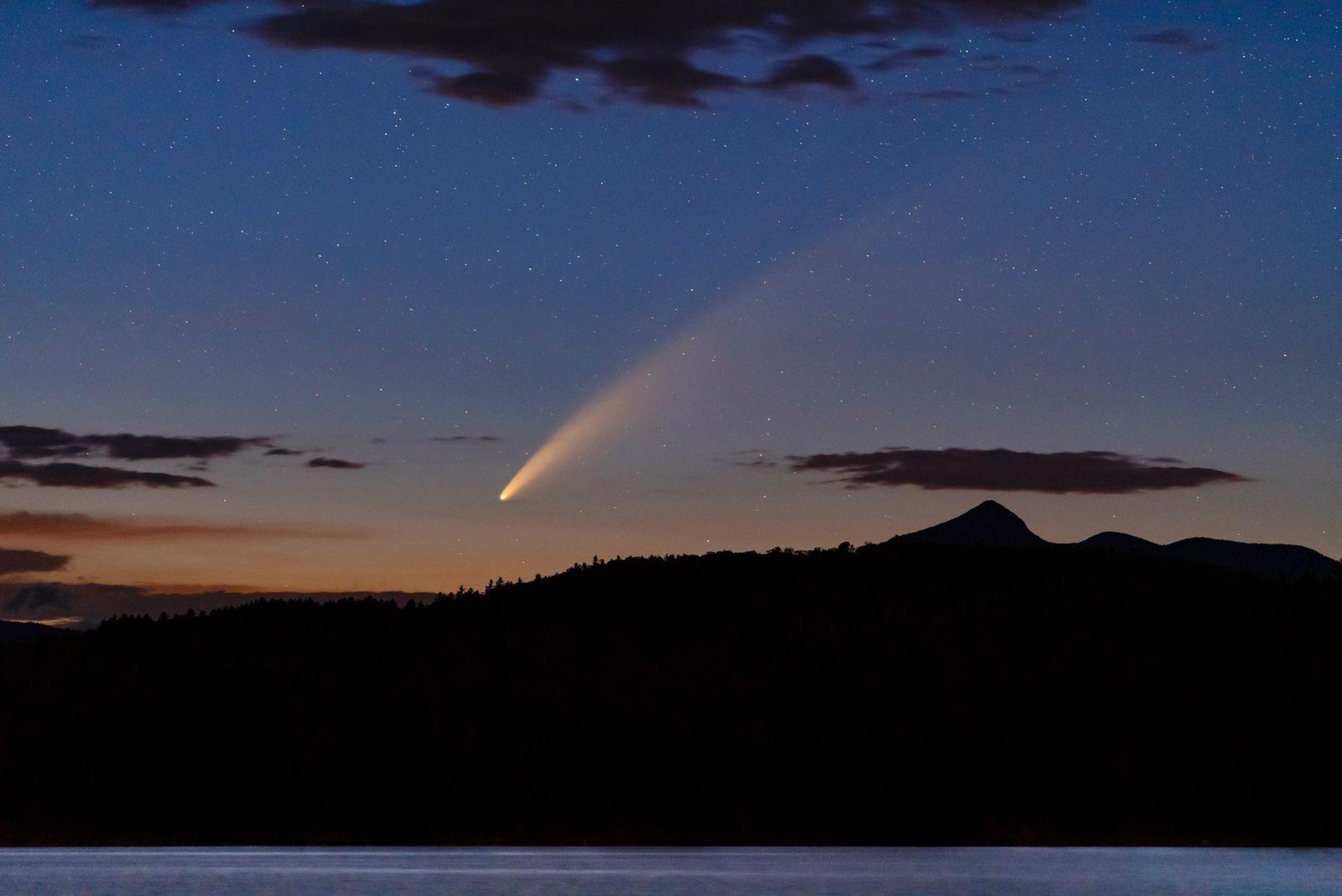 Um dos Cometas Mais Brilhantes em Décadas Está de Passagem Pela Terra. Eis Como o Pode ...