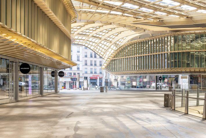 O 'Forum des Halles', no centro de Paris, é um dos maiores centros comerciais da Europa. ...