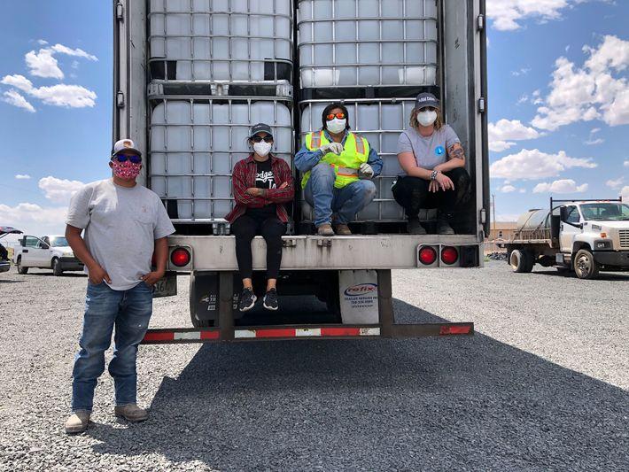 Emma Robbins, diretora do Navajo Water Project da DigDeep, está a trabalhar na expansão do acesso ...