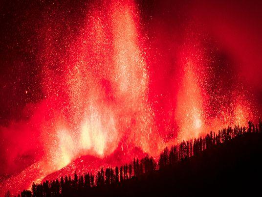 Vulcão das Ilhas Canárias entra em erupção pela primeira vez em 50 anos
