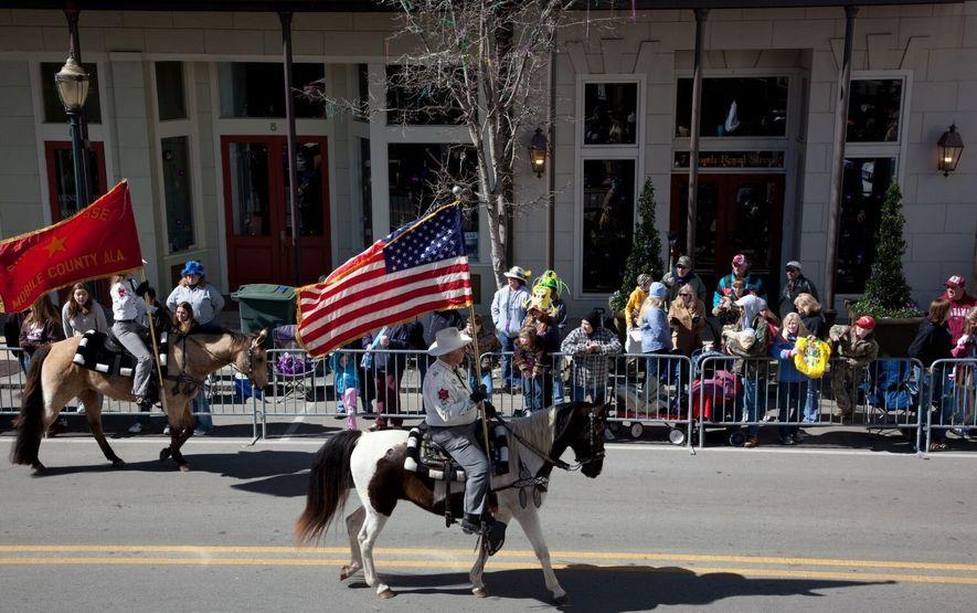 """Desfile do """"Mardi Gras"""" no Alabama, EUA."""