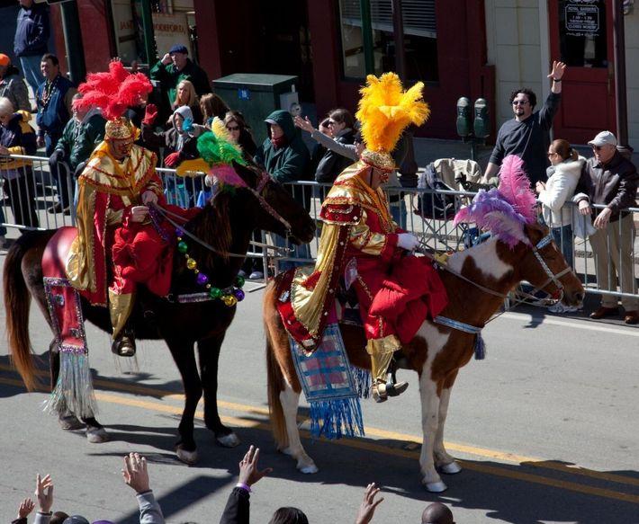 """Celebração da """"Mardi Gras"""" no Alabama, EUA."""
