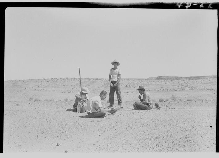 Esta fotografia mostra uma escavação feita em 1942 por cientistas da Universidade da Califórnia, em Berkeley, ...