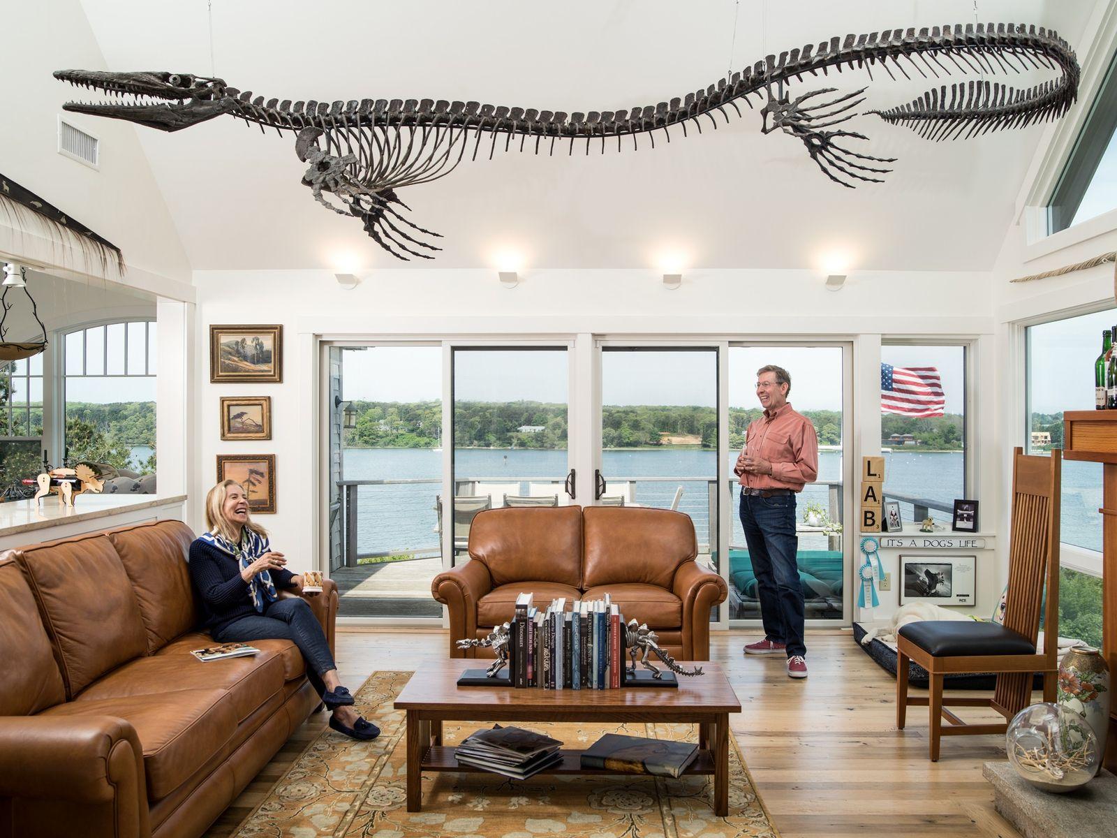 Para complementar o mar que se vê no exterior, um mosassauro de 5 metros de comprimento ...