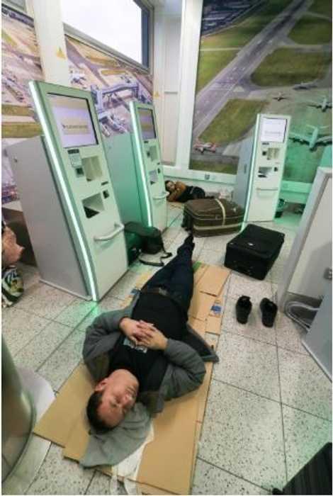 Em 2018, no aeroporto de Gatwick, as autoridades estavam relutantes em dar luz verde às partidas ...