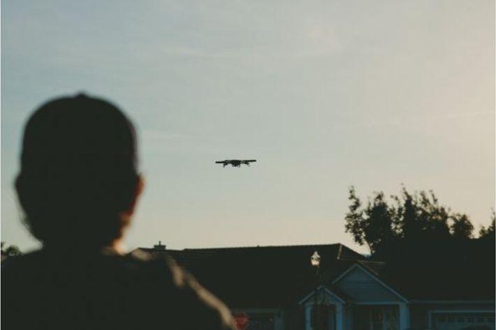 O uso amador de drones sobre áreas urbanas é cada vez mais abrangente – com avistamentos ...