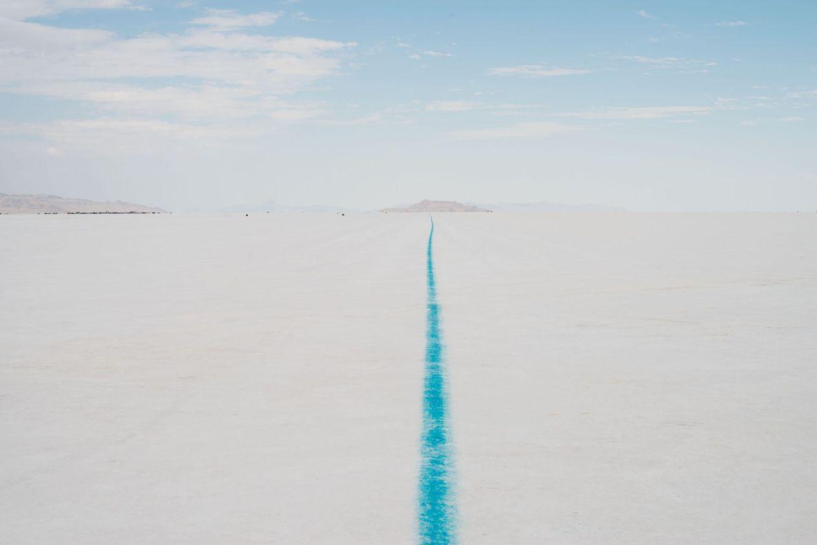 O deserto Bonneville Salt Flats, no Utah, contém mais de 70 km quadrados de crosta dura ...