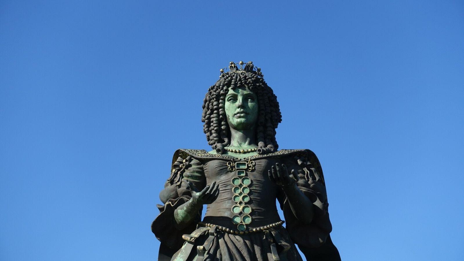 estátua de D. Catarina de Bragança
