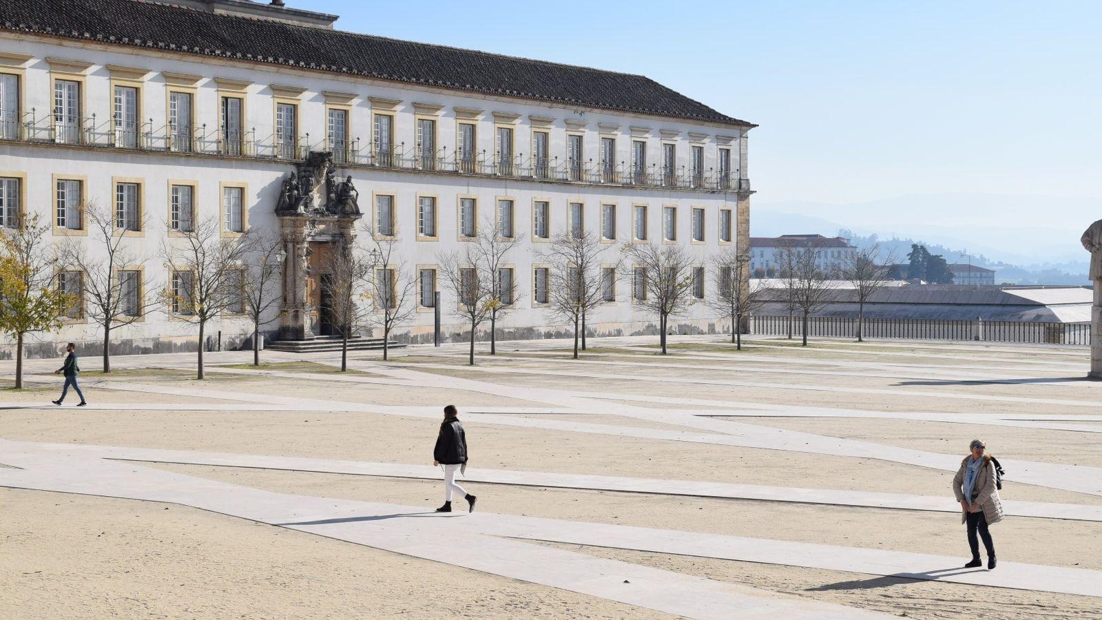 Largo da Faculdade de Direito da Universidade de Coimbra.