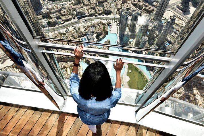 Ir ao Dubai e não subir a um arranha-céus é equivalente a um sacrilégio.