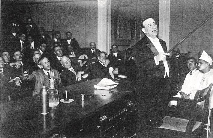 Fotografia de Egas Moniz, o primeiro prémio Nobel português