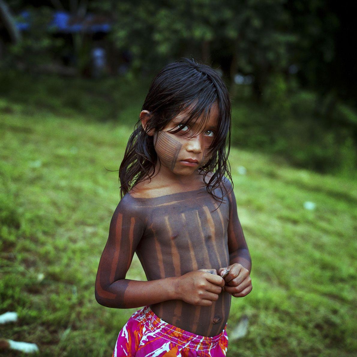 Uma menina da aldeia Xikrin de Pot Crô