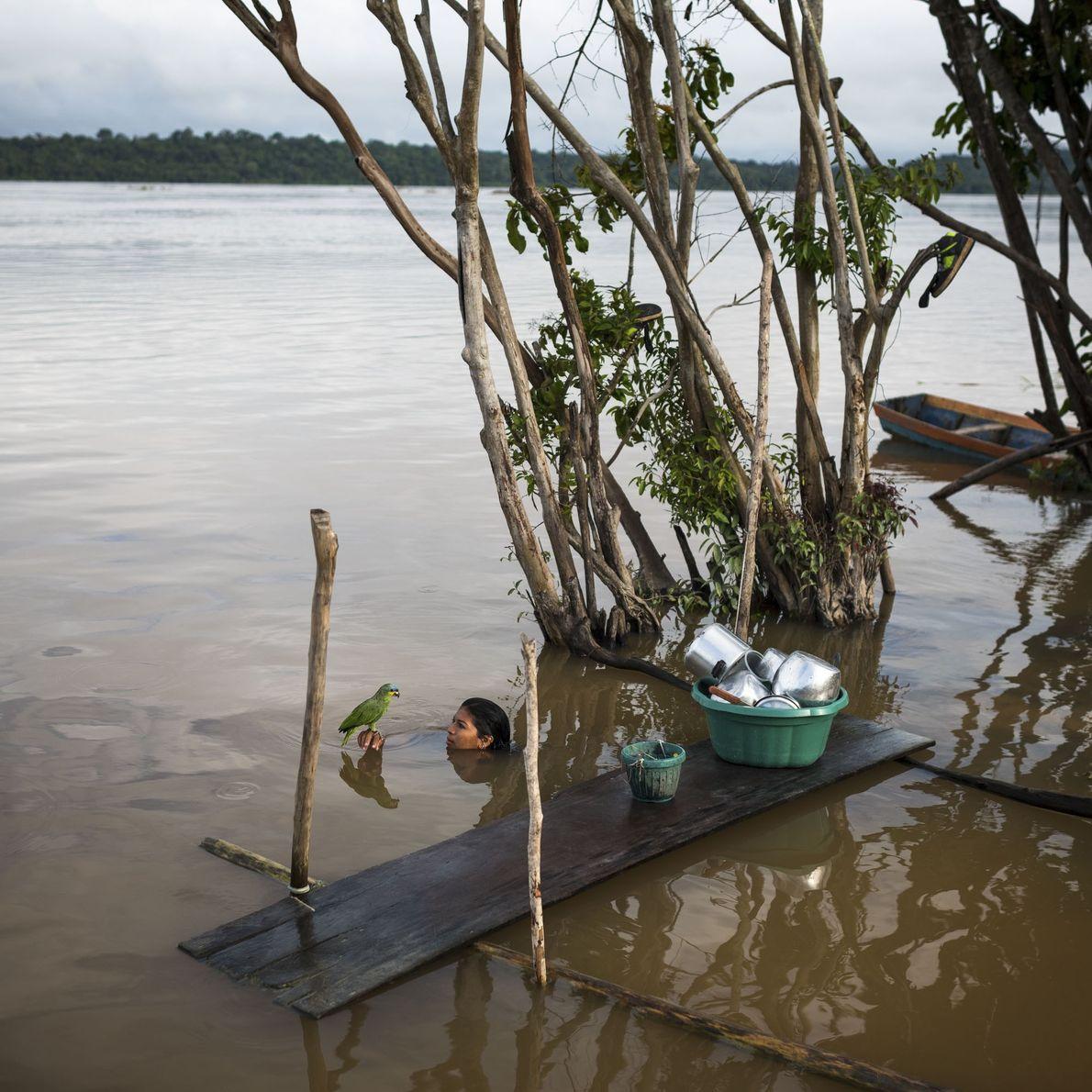 Tribo Munduruku, ao pé do rio Tapajós, no estado do Pará, Brasil