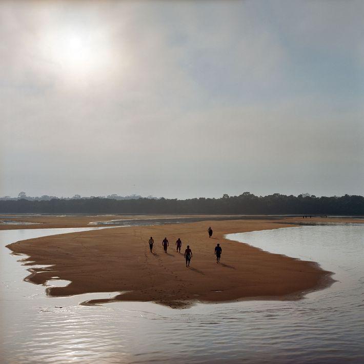 Membros da comunidade Munduruku,  no rio Tapajós