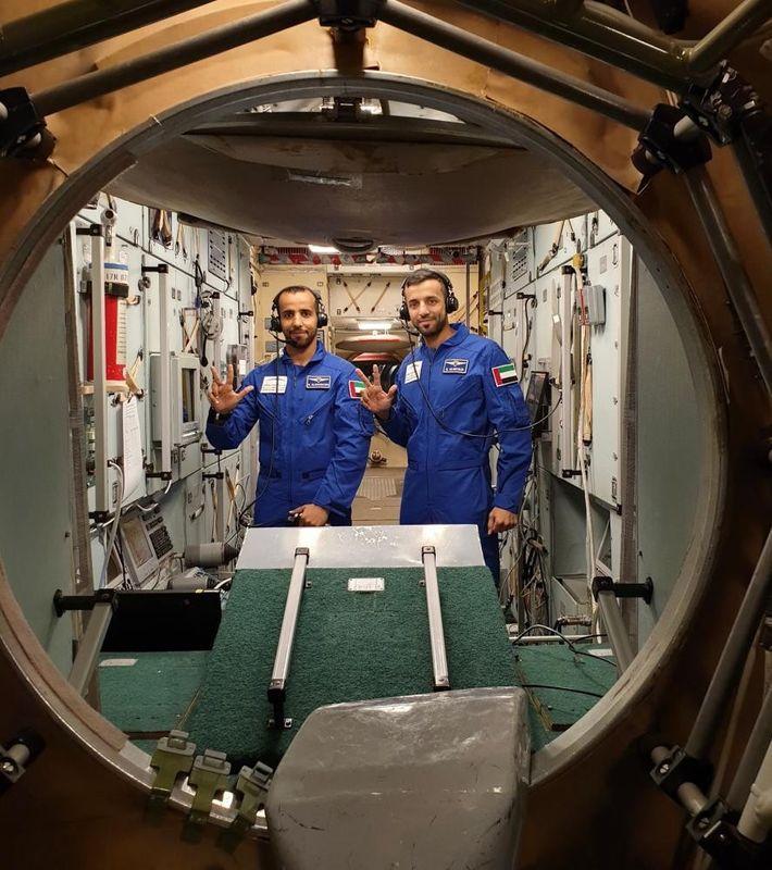 Nos preparativos para as viagens espaciais, Hazzaa AlMansoori e Sultan AlNeyadi passaram por um regime de ...