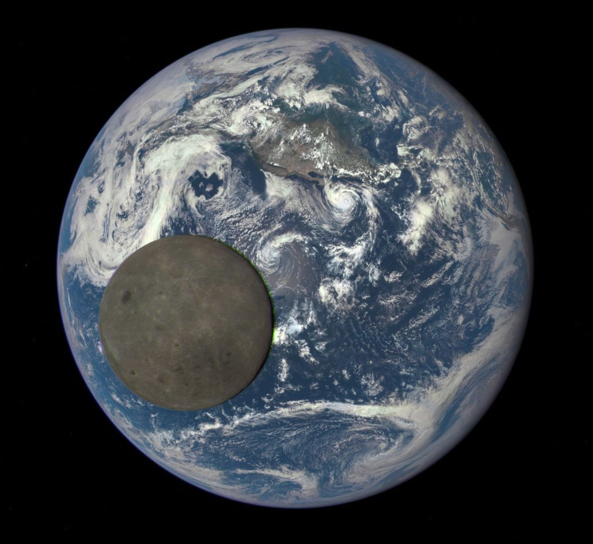 Imagem da Lua a passar à frente da Terra