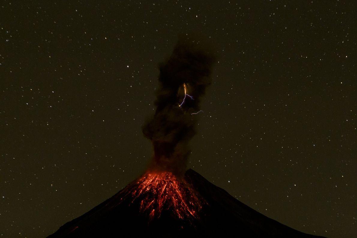 A forte erupção do monte Colima