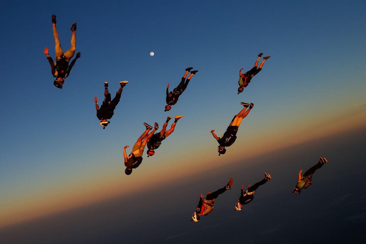 Paraquedismo ao Entardecer