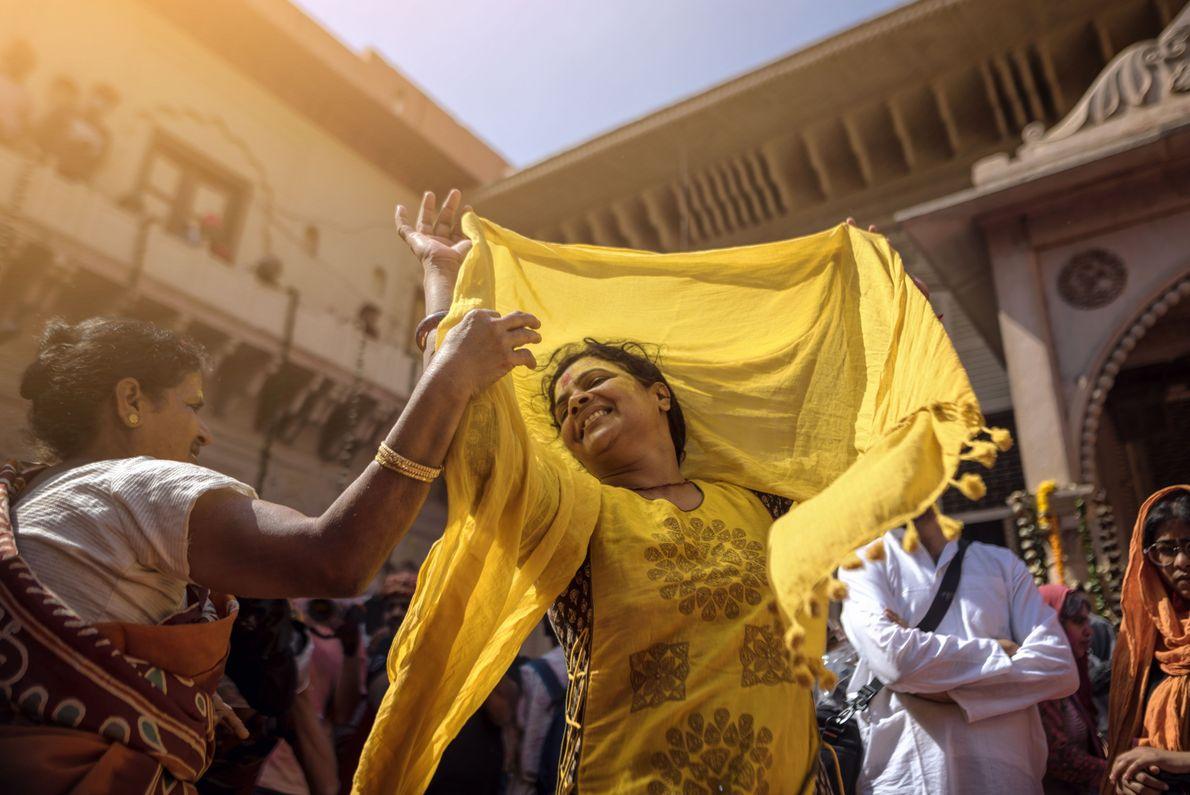 Mulher indiana a dançar