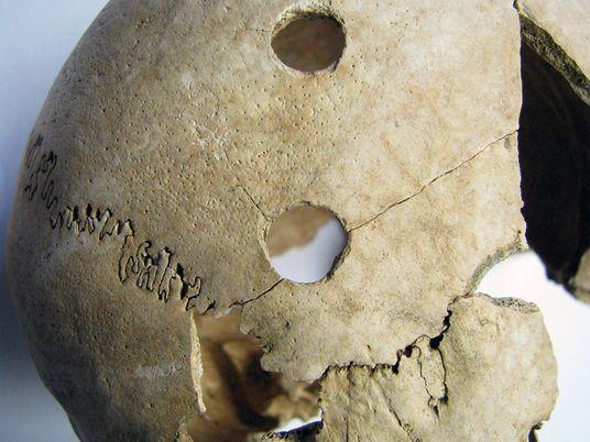 Estudo de ADN de vítimas de massacre com 6.200 anos levanta mais questões do que respostas