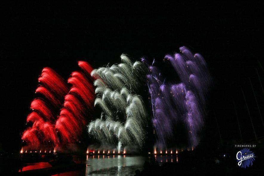 Por enquanto, as palavras desenhadas com recurso ao fogo de artifício limitam-se a umas quantas letras, ...