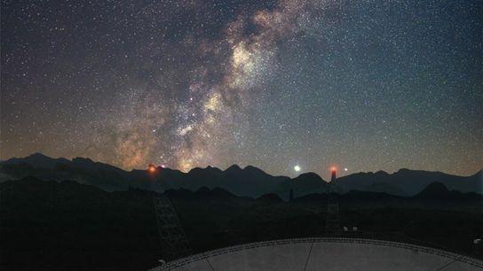 Em abril, o Telescópio de Abertura Esférica de Quinhentos Metros (FAST) da China ajudou a sondar ...