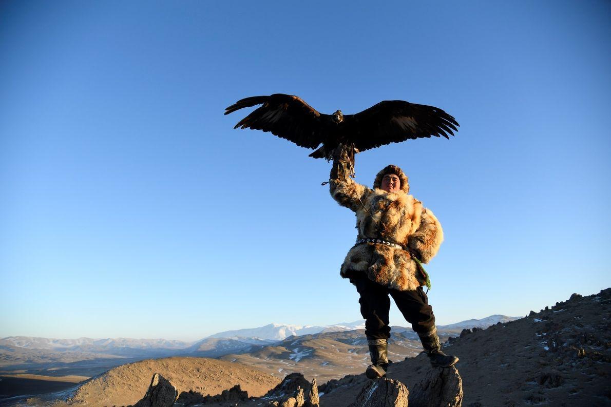 Caçador nas montanhas Altai, província de Bayan-Olgii, na Mongólia.