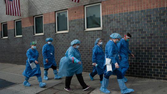 Um relatório influente propõe que as primeiras vacinas sejam administradas aos prestadores de cuidados de saúde ...