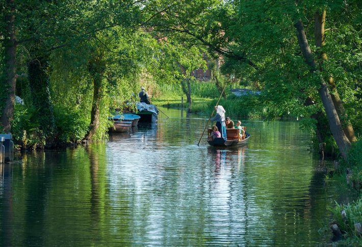Os visitantes da Destilaria de Spreewald podem aproveitar o dia com um passeio de barco pela ...