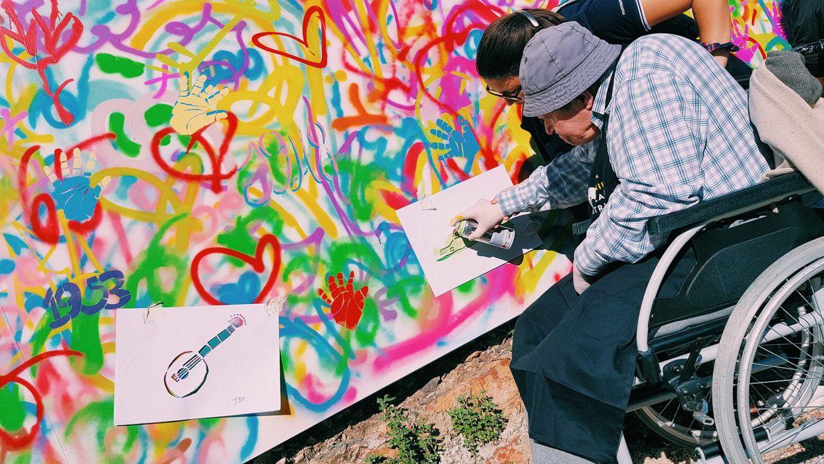 """Idoso que participou na iniciativa """"Genius: Picasso's Street"""", da National Geographic e do coletivo Lata ..."""