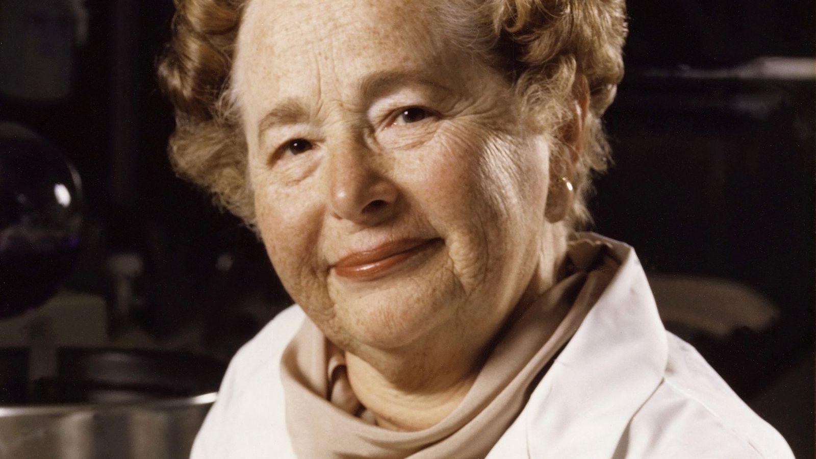 Nascida em 1918 em Manhattan, Gertrude Elion desenvolveu o medicamento aciclovir, um potente inibidor de vírus ...