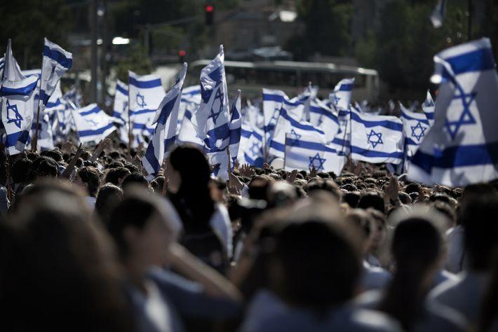 Nacionalistas israelitas agitam a bandeira da sua nação