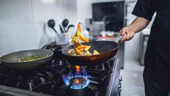 Alguns chefs profissionais defendem acerrimamente o lume a gás – e juntamente com a indústria do ...