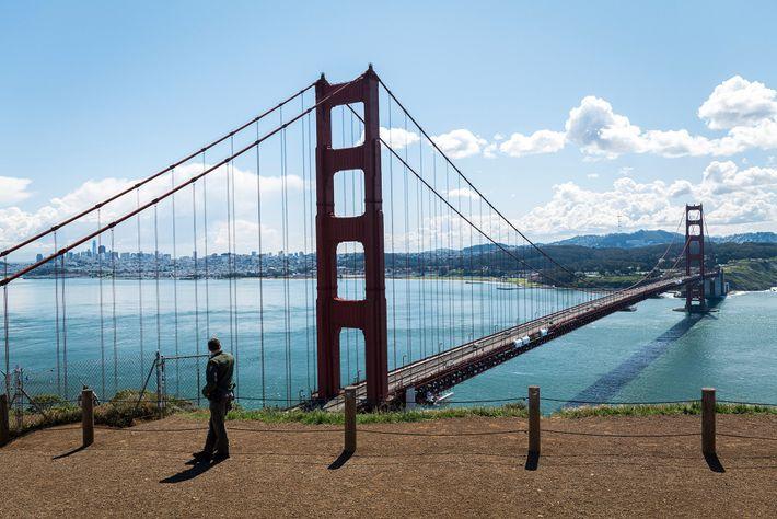 As instalações para visitantes da Área Nacional de Recreação Golden Gate estão encerradas, mas os seus ...